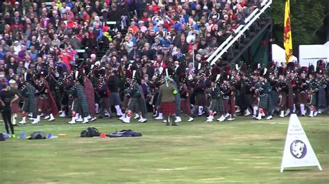 Braemar Gathering 2013 Queen Massed Pipes - YouTube